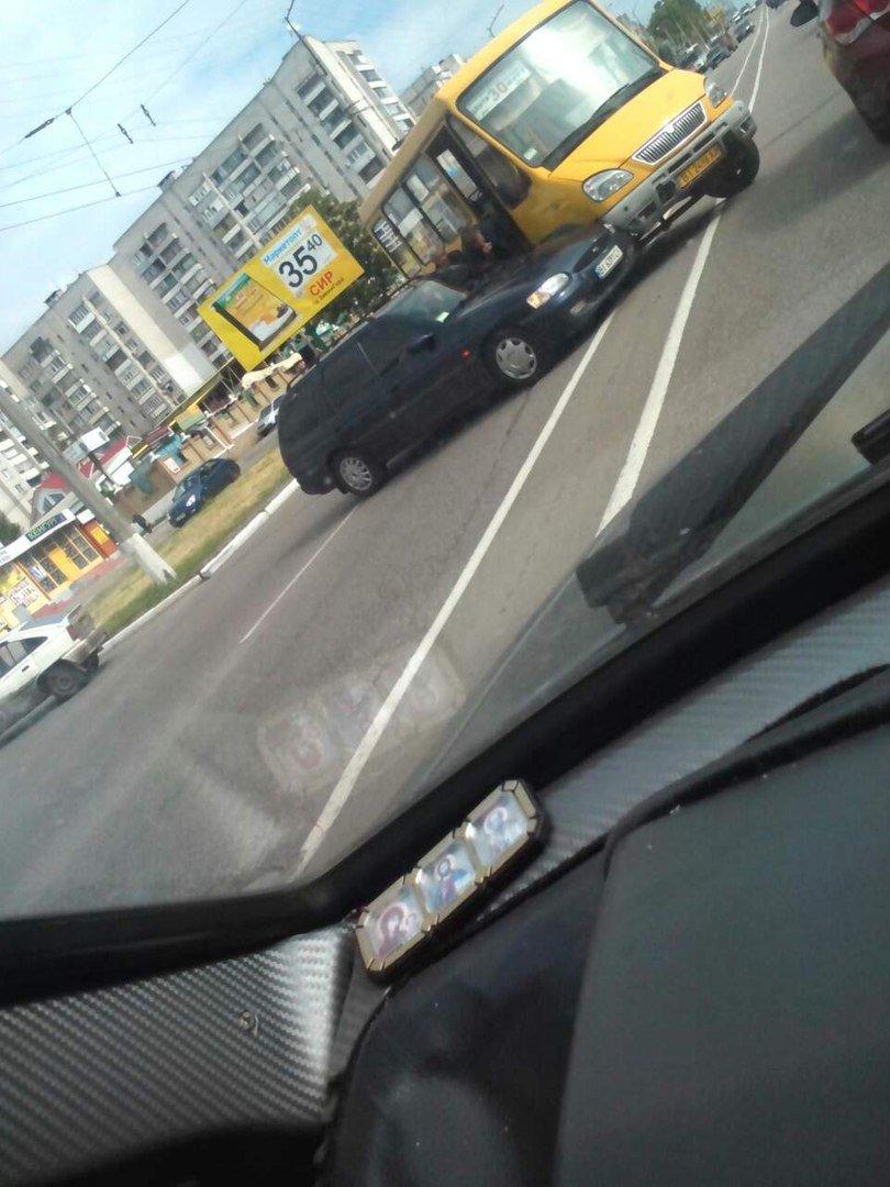 В Кременчуге бесконтрольный автомобиль спровоцировал аварию (фото и видео), фото-3