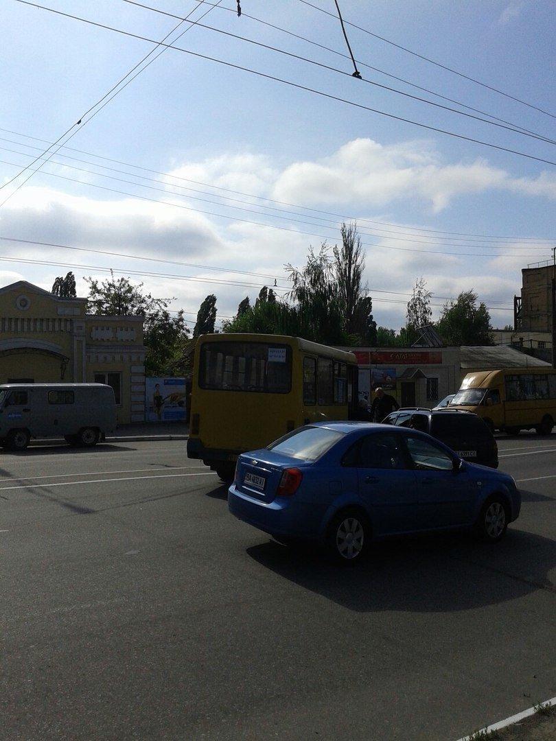 В Кременчуге бесконтрольный автомобиль спровоцировал аварию (фото и видео), фото-2