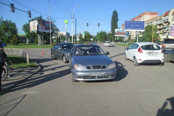 В Ужгороді на Капушанській зіткнулись два автомобілі - двох пішоходів госпіталізували: фото, фото-1