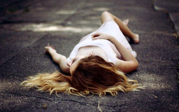 На в'їзді у Рахів на узбіччі знайшли непритомну 17-річну дівчину з тілесними ушкодженнями, фото-1