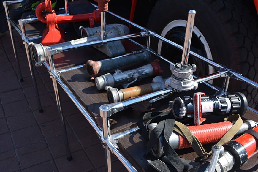 Дымокамера, выставка спецтехники и пожарный кроссфит: как новополоцкие спасатели отметили свой юбилей, фото-3