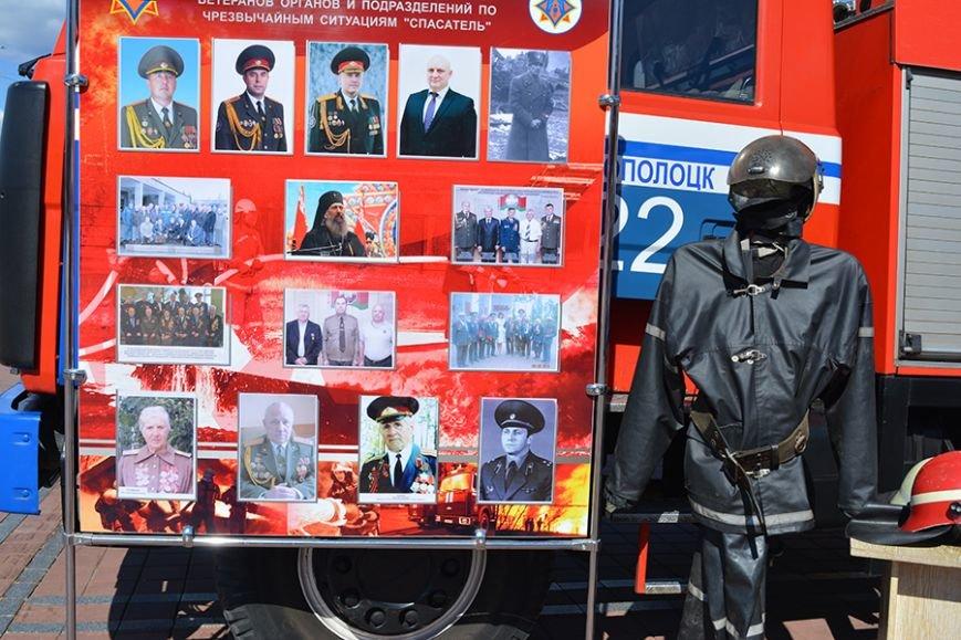 Дымокамера, выставка спецтехники и пожарный кроссфит: как новополоцкие спасатели отметили свой юбилей, фото-7
