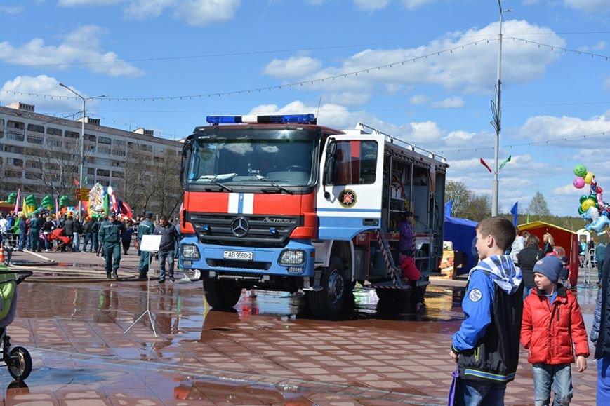 Дымокамера, выставка спецтехники и пожарный кроссфит: как новополоцкие спасатели отметили свой юбилей, фото-8
