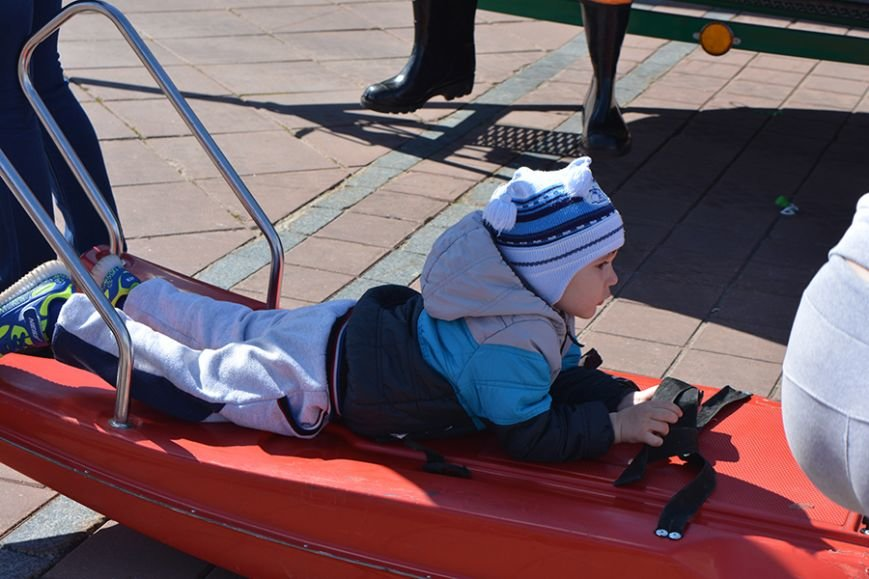 Дымокамера, выставка спецтехники и пожарный кроссфит: как новополоцкие спасатели отметили свой юбилей, фото-25