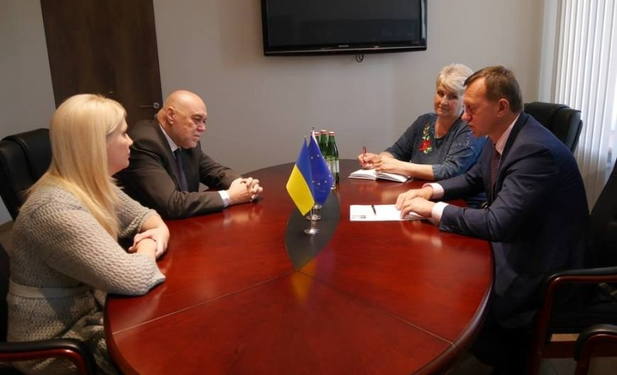 Мер Ужгорода Андріїв поскаржився новопризначеному словацькому консулу на довгі черги на кордоні: фото, фото-1