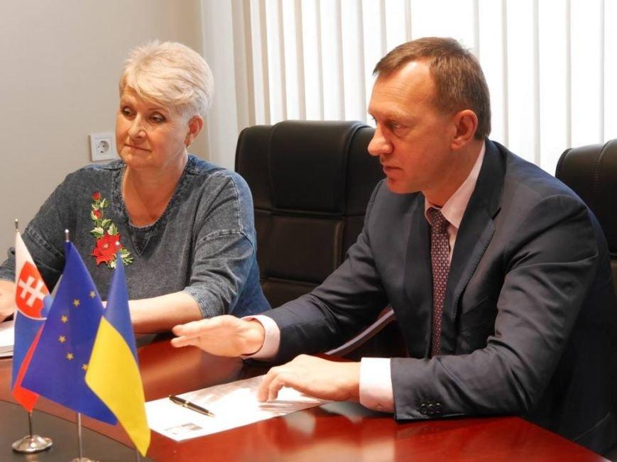 Мер Ужгорода Андріїв поскаржився новопризначеному словацькому консулу на довгі черги на кордоні: фото, фото-2