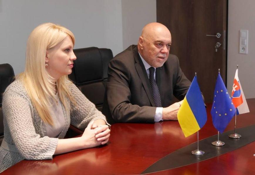 Мер Ужгорода Андріїв поскаржився новопризначеному словацькому консулу на довгі черги на кордоні: фото, фото-3