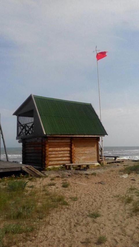 На курорте под Одессой провокаторы подняли красный флаг (ФОТО), фото-1