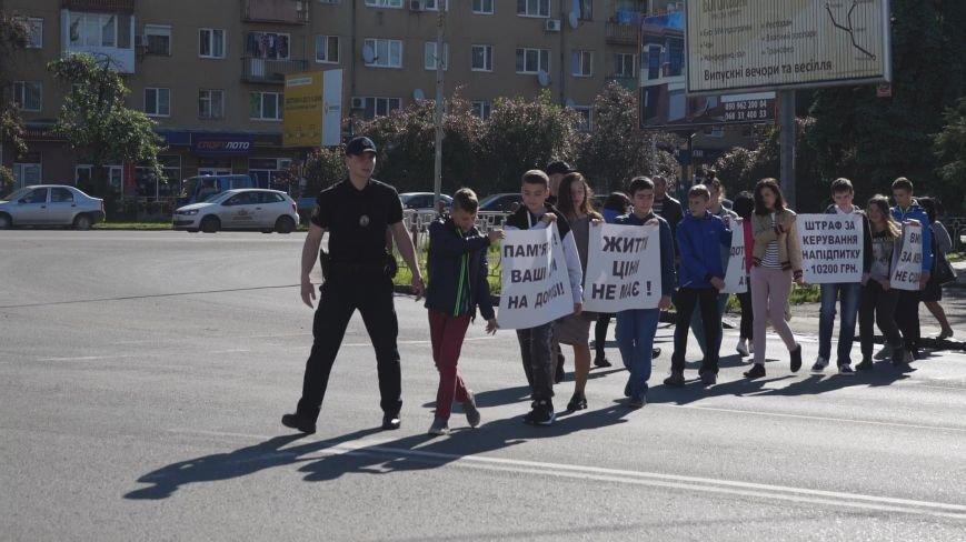 """""""Мітинг"""" на Минайській - ужгородські школярі із плакатами у руках вийшли на дорогу: фото, фото-8"""