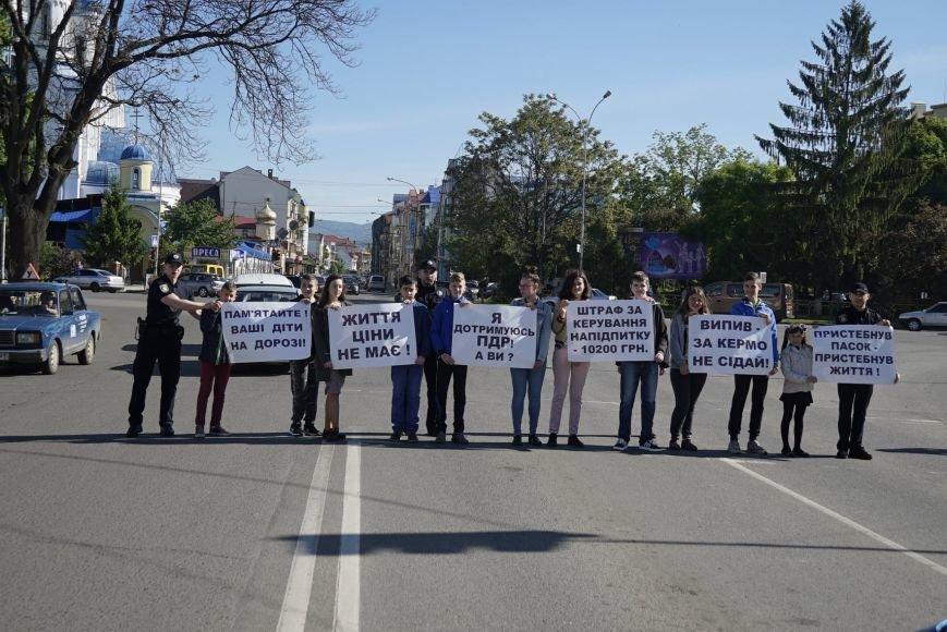 """""""Мітинг"""" на Минайській - ужгородські школярі із плакатами у руках вийшли на дорогу: фото, фото-1"""