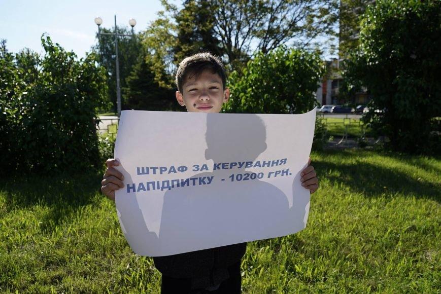 """""""Мітинг"""" на Минайській - ужгородські школярі із плакатами у руках вийшли на дорогу: фото, фото-3"""