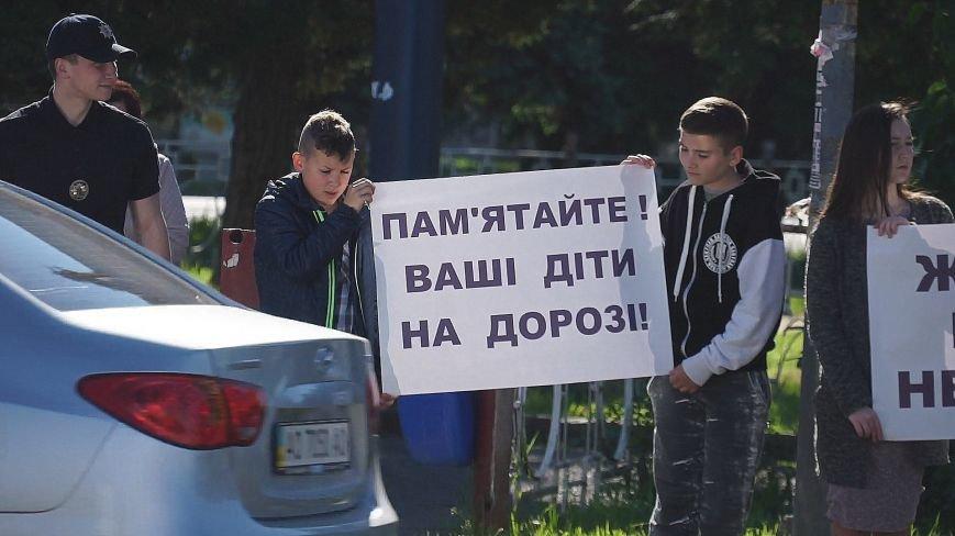 """""""Мітинг"""" на Минайській - ужгородські школярі із плакатами у руках вийшли на дорогу: фото, фото-5"""