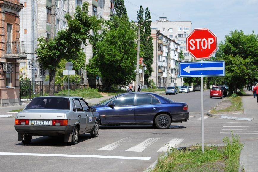 Теперь водители точно знают, кто кому уступает дорогу на перекрёстке улиц Шевченко и Мазепы (ФОТО), фото-2