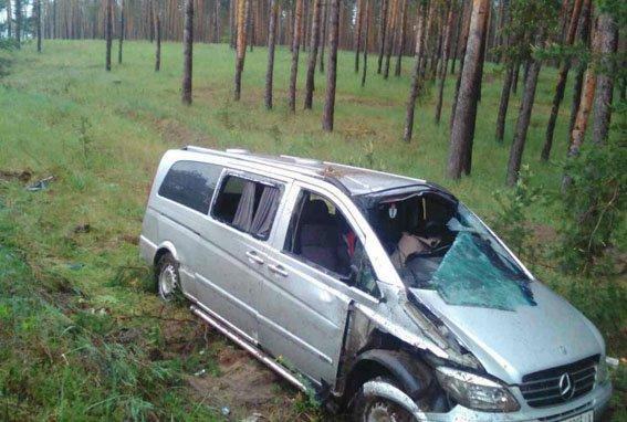 В Донецкой области микроавтобус с пассажирами попал в ДТП - пострадали три человека, фото-2
