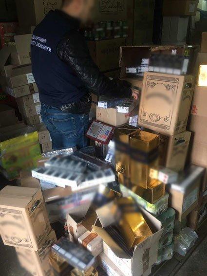 """В Чернигове нашли склад с 1,4 тысячами литров """"элитного"""" сурогата, фото-3"""