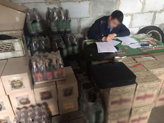"""В Чернигове нашли склад с 1,4 тысячами литров """"элитного"""" сурогата, фото-1"""