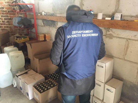 """В Чернигове нашли склад с 1,4 тысячами литров """"элитного"""" сурогата, фото-4"""