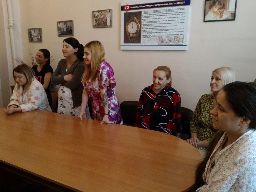В Каменском поздравили горожанок, родивших в День матери, фото-1