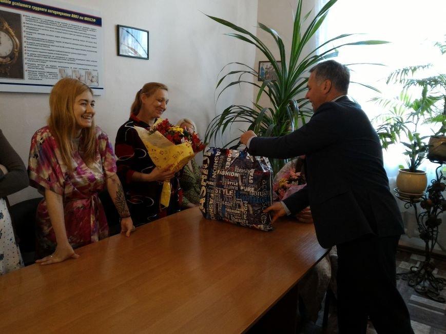 В Каменском поздравили горожанок, родивших в День матери, фото-4