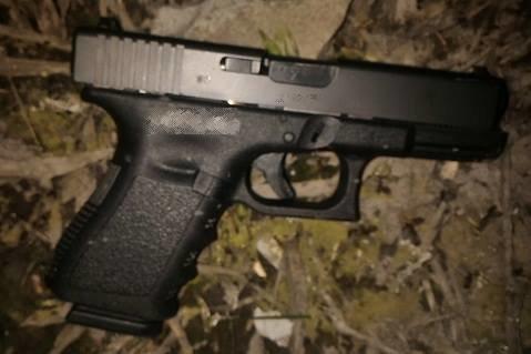 У Берегові п'яний чоловік влаштував стрілянину біля місцевого ресторану: фото, фото-1