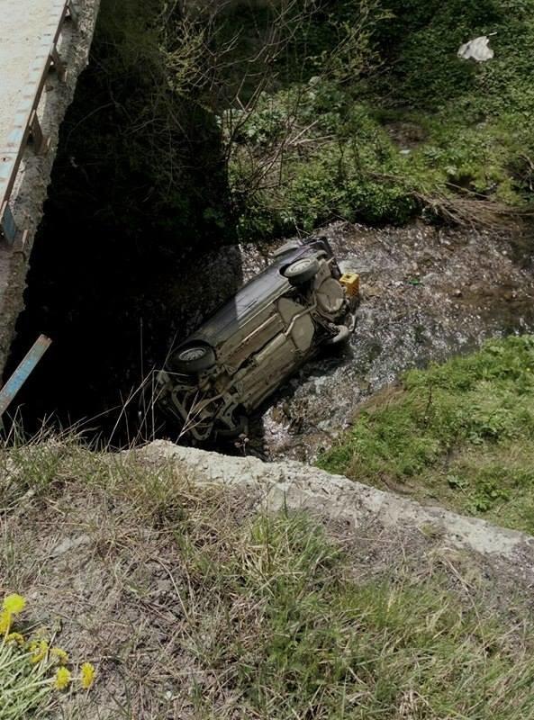 На Львівщині автомобіль з'їхав з мосту і перекинувся: фото з місця події, фото-2