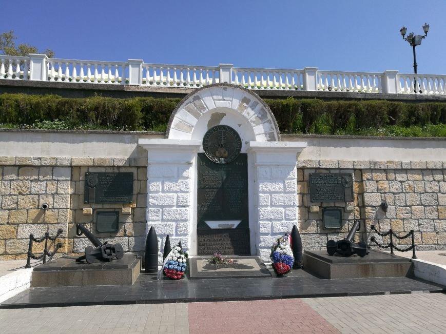 Первое место, куда идут туристы в Севастополе - площадь адмирала Нахимова (ФОТО), фото-8