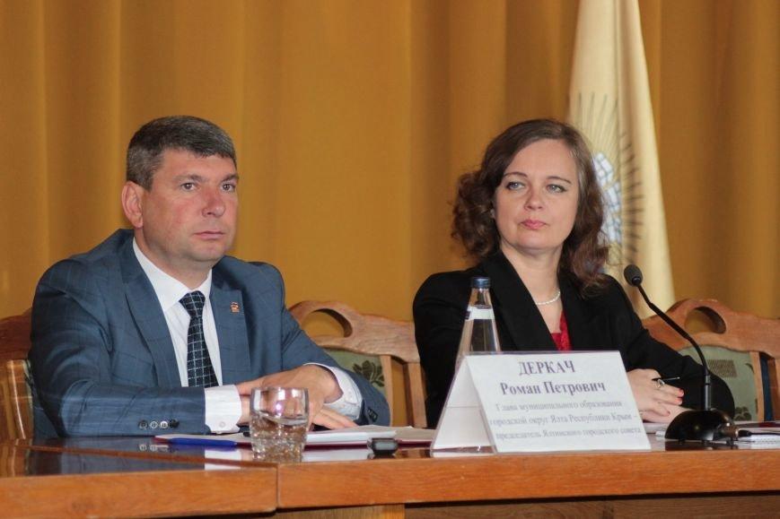 В Ялте состоялись публичные слушания по отчету об исполнении бюджета за 2016 год (4)