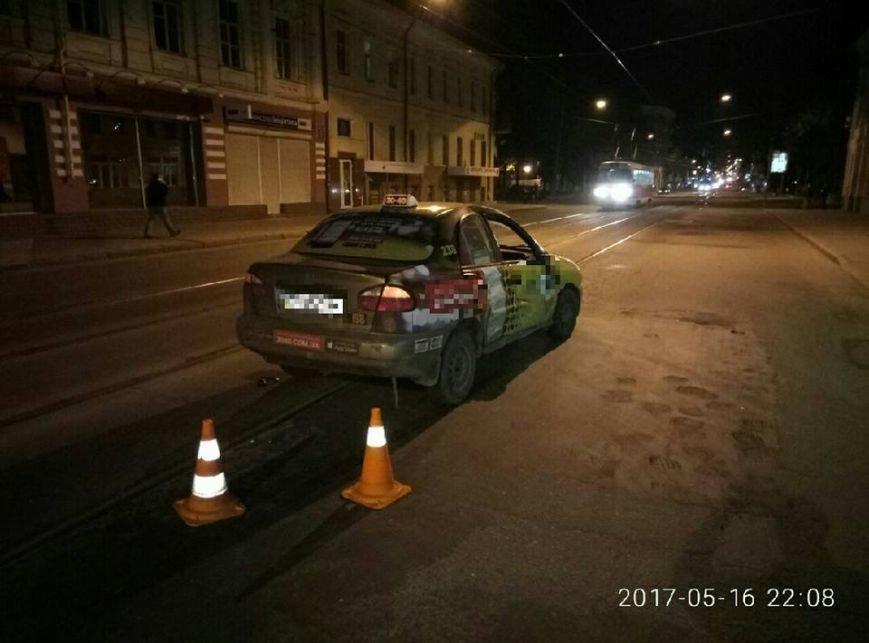 В Харькове столкнулись мотоцикл и такси, есть пострадавшие (ФОТО), фото-1