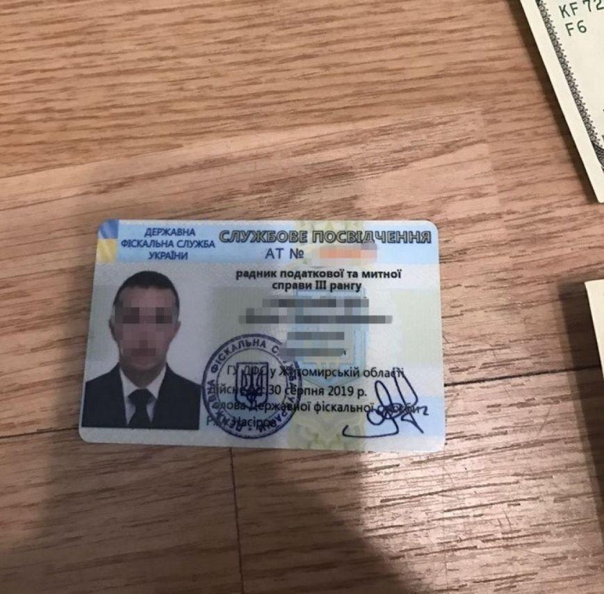 На Житомирщині затримано начальника відділу податкової, який вимагав з підприємства 100 тис. грн, фото-4