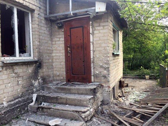 В результате обстрела боевиками Авдеевки повреждены три дома (ФОТО), фото-1