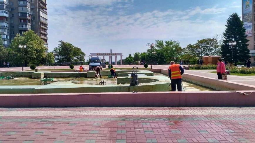 На площади Победы чистят фонтан, фото-3