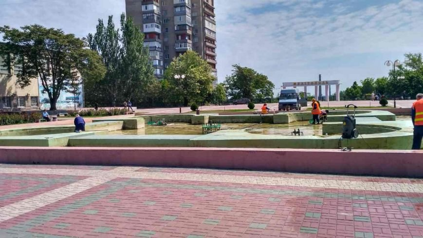На площади Победы чистят фонтан, фото-1