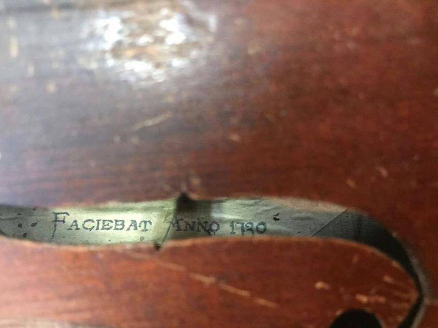 На КПВВ в секторе «Мариуполь» обнаружили скрипку Страдивари (ФОТО), фото-3