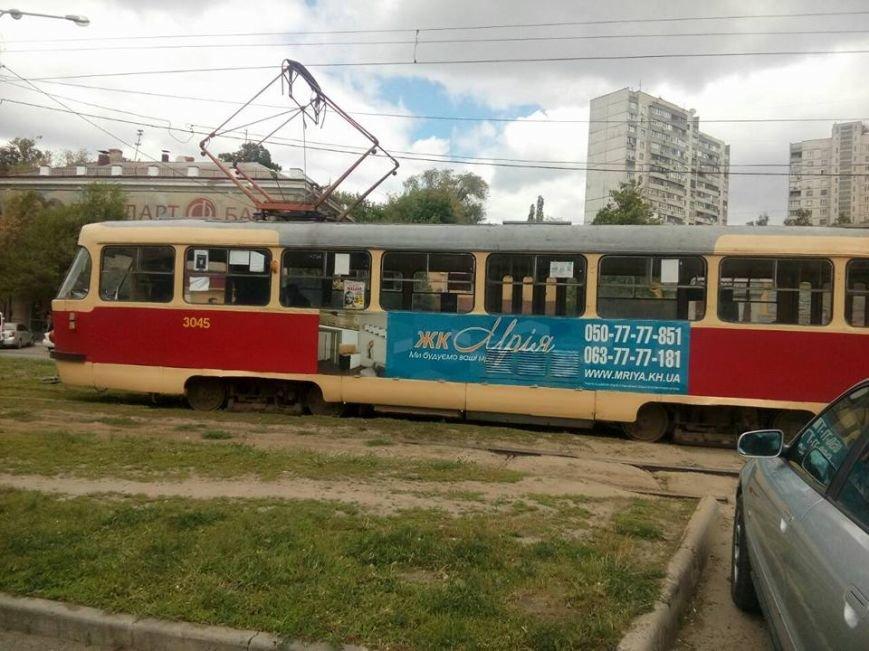 На Клочковской трамвай протаранил иномарку: водителя машины увезли в неотложку (ФОТО), фото-3
