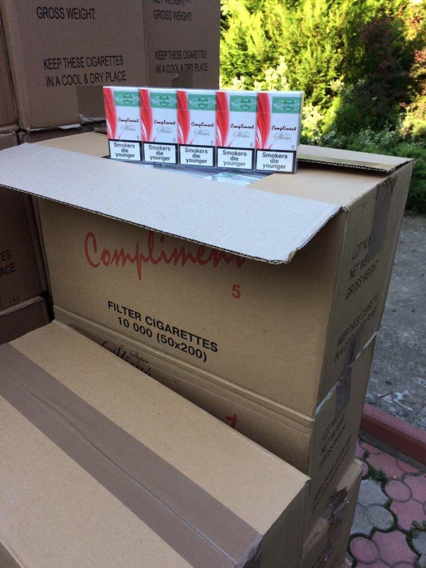 Як виглядає партія цигарок на мільйон гривень, вилучена силовиками у мешканця Закарпаття: фото, відео, фото-5
