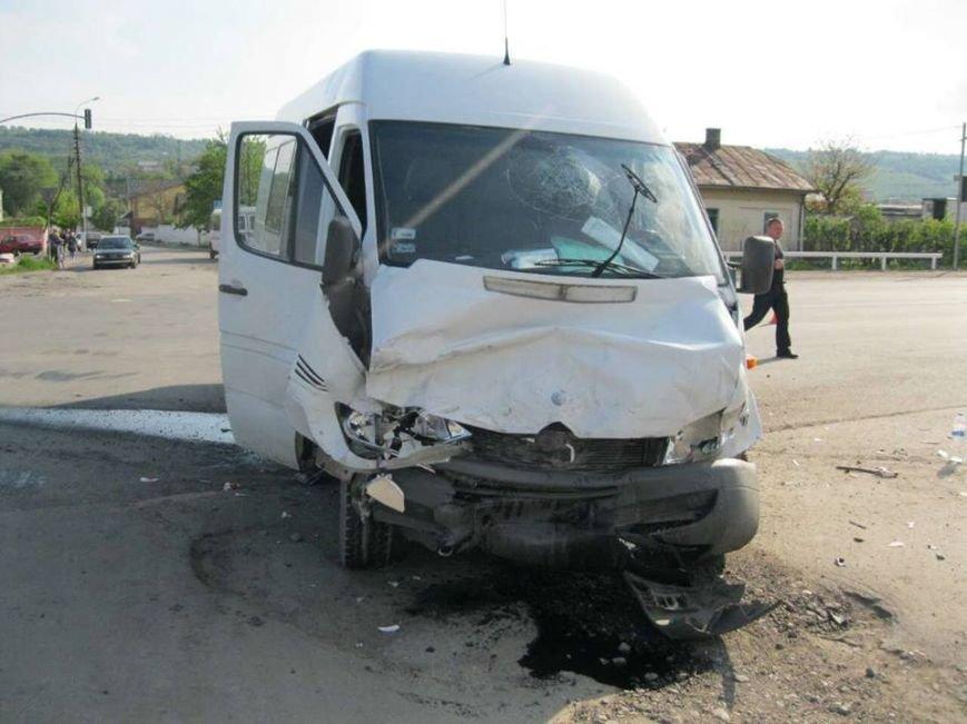 З'явилися фото з місця ДТП на Львівщині, внаслідок якої постраждало п'ятеро людей, фото-1