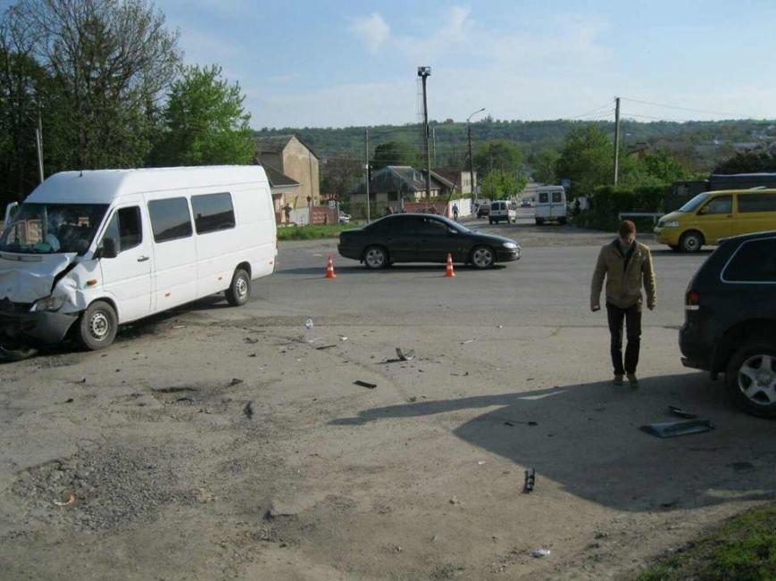 З'явилися фото з місця ДТП на Львівщині, внаслідок якої постраждало п'ятеро людей, фото-2
