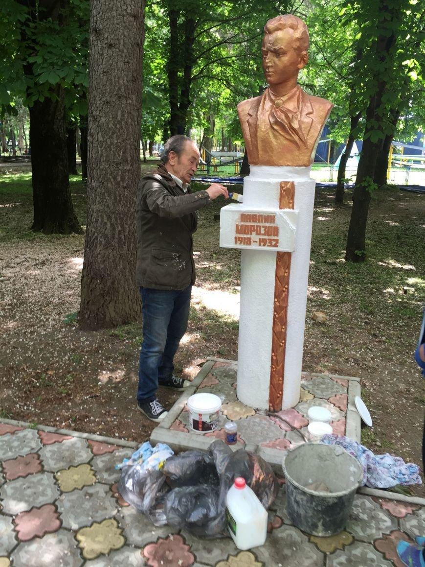 В Симферополе облили краской памятники пионерам (ФОТО), фото-4