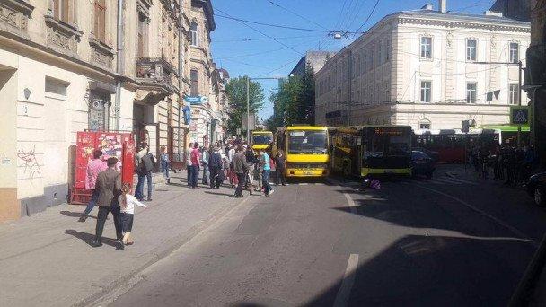 На вулиці Шота Руставелі збили людину: фото з місця події, фото-1