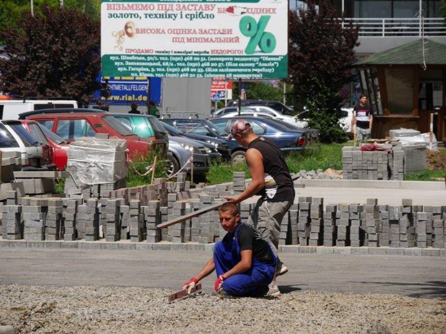 В Ужгороді триває капремонт на Заньковецької та Легоцького вартістю півмільйона гривень: фото, фото-1