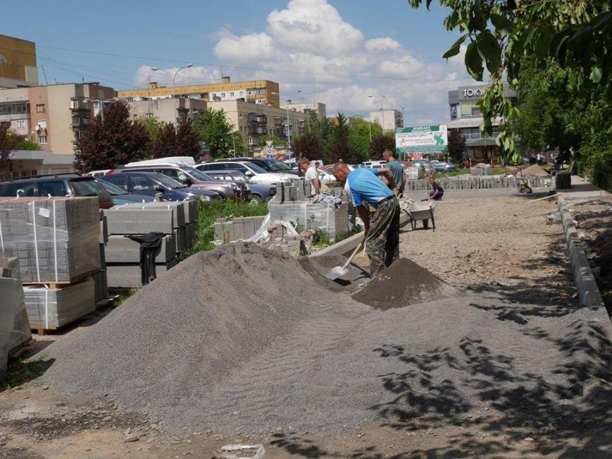 В Ужгороді триває капремонт на Заньковецької та Легоцького вартістю півмільйона гривень: фото, фото-3