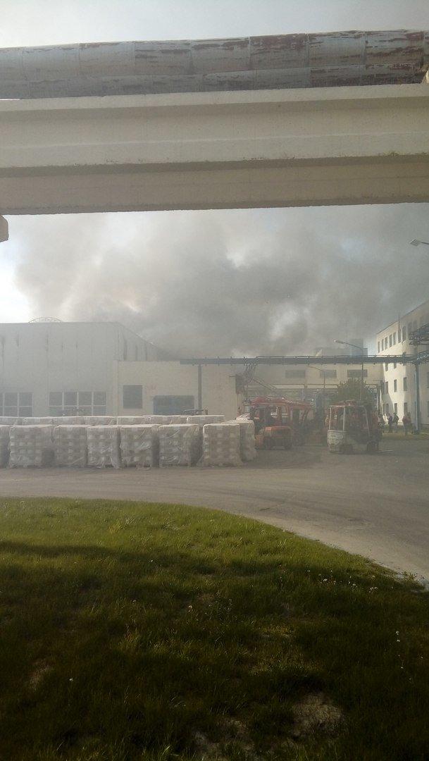 На «Полоцк-Стекловолокно» произошел крупный пожар. Видео из горящего цеха, фото-2