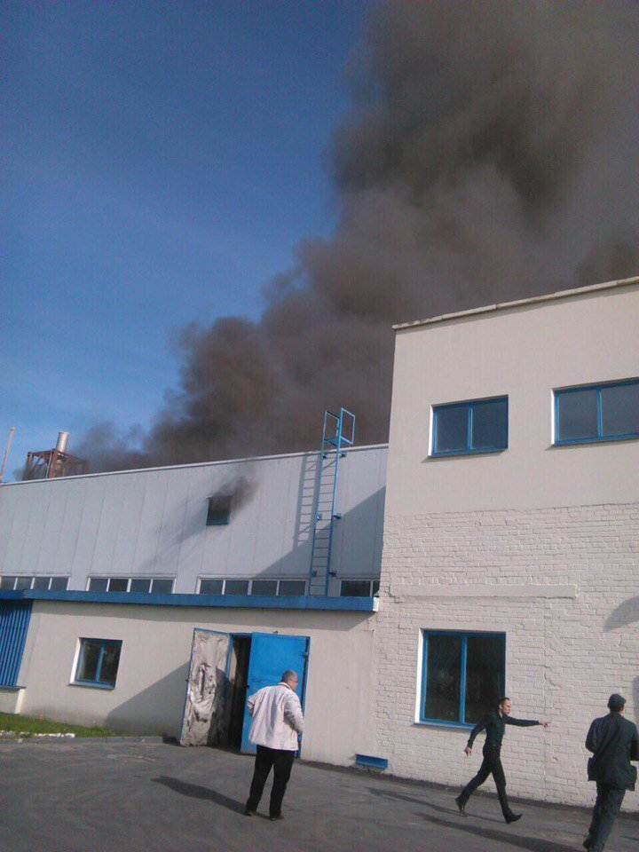 На «Полоцк-Стекловолокно» произошел крупный пожар. Видео из горящего цеха, фото-1