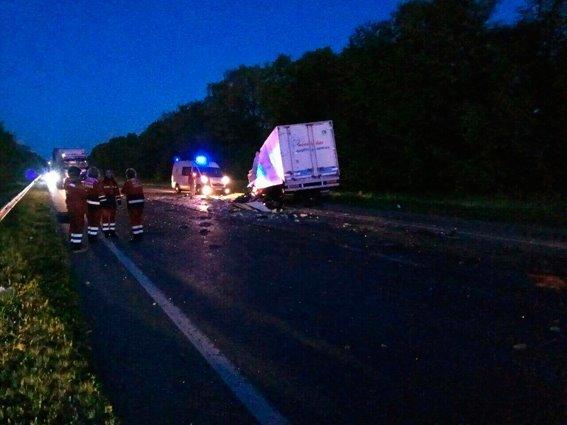 УЛьвівській області зіткнулись вантажівка і мікроавтобус, загинули троє осіб
