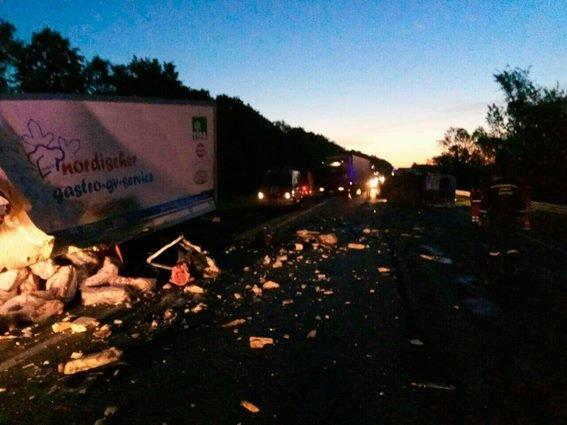 На Львівщині внаслідок жахливої аварії загинули троє людей: фото з місця ДТП, фото-2