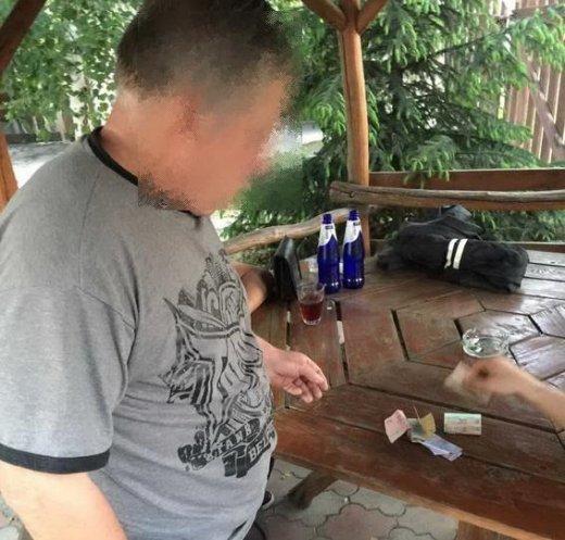 """У сауні на Ужгородщині адміністратор закладу """"підігнав"""" клієнту повію: фото, фото-1"""