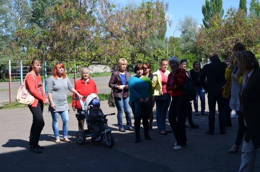 В Мариуполе родители обещают взять в руки оружие, чтобы спасти школу от закрытия (ФОТО+ВИДЕО), фото-10