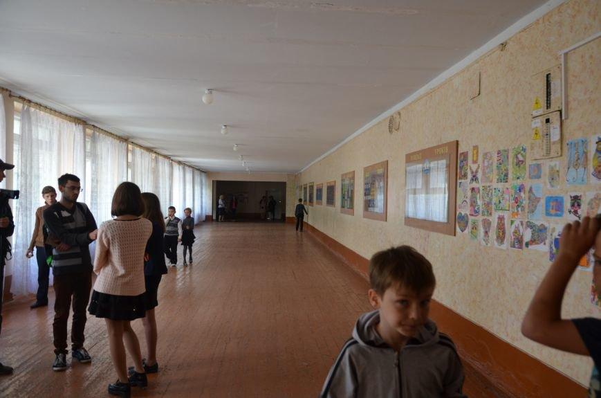 В Мариуполе родители обещают взять в руки оружие, чтобы спасти школу от закрытия (ФОТО+ВИДЕО), фото-14