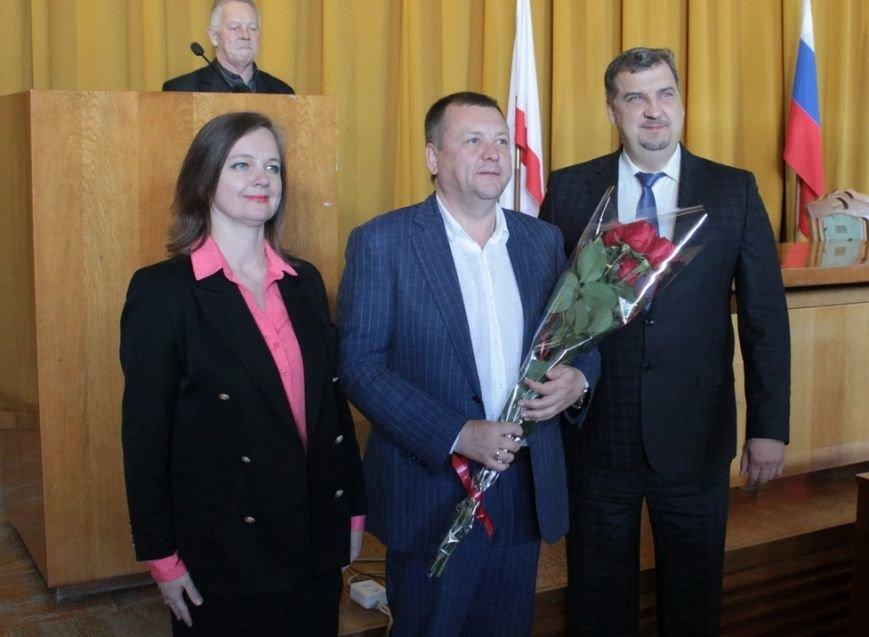 В администрации города Ялты поздравили именинников и наградили лучших ялтинцев (10)