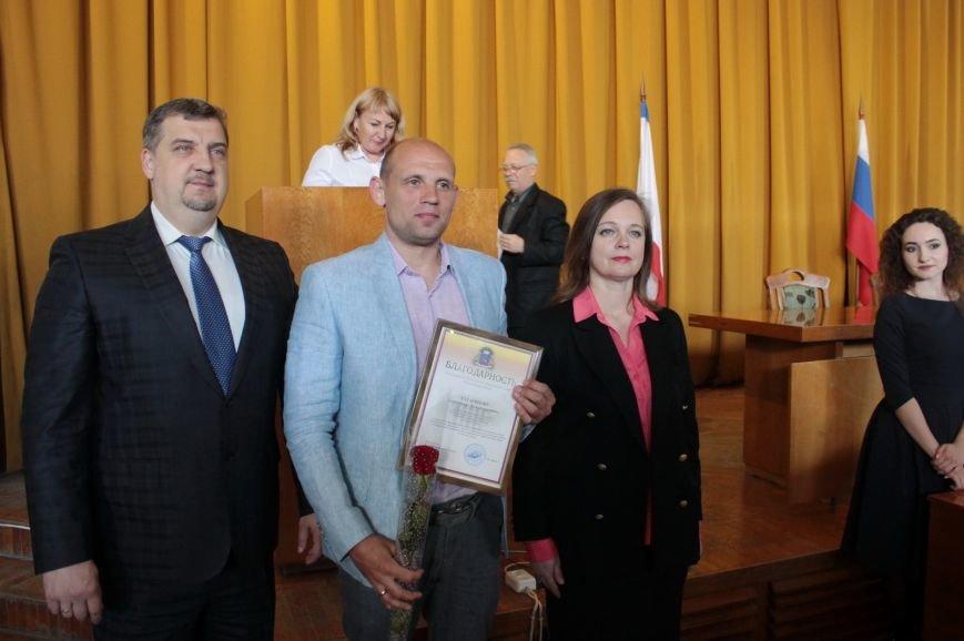 В администрации города Ялты поздравили именинников и наградили лучших ялтинцев (19)